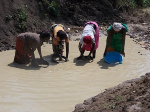 Women miners working with Fairtrade Africa towards Fairtrade Gold certification